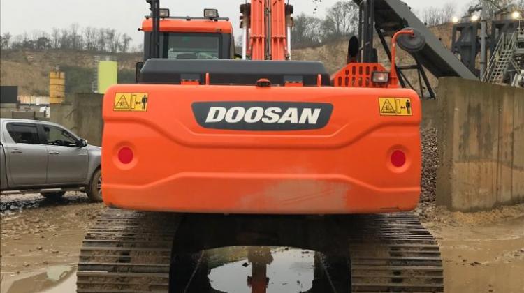 2016 DOOSAN DX225-3